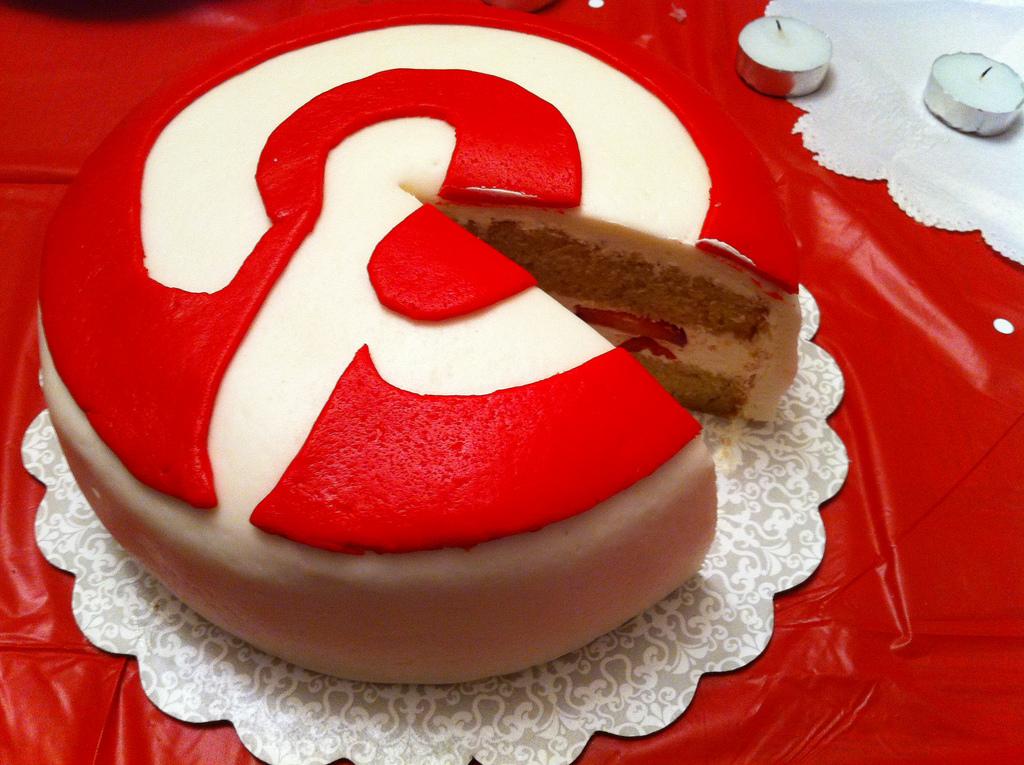 Торт с логотипом Пинтерест